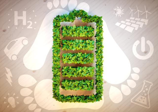 Das Bild zeigt im Vordergrund eine grüne Anpflanzung in Form einer aufgeladenen Batterie. Im Hintergrund sieht man drei große Fußabdrücke und verschiedene Bilder und Symbole, die mit Energie und Forschung assoziert werden (Glühbirne, Blitz, Auto, H2, Solaranlage, Startknopf, Reagenzglas).