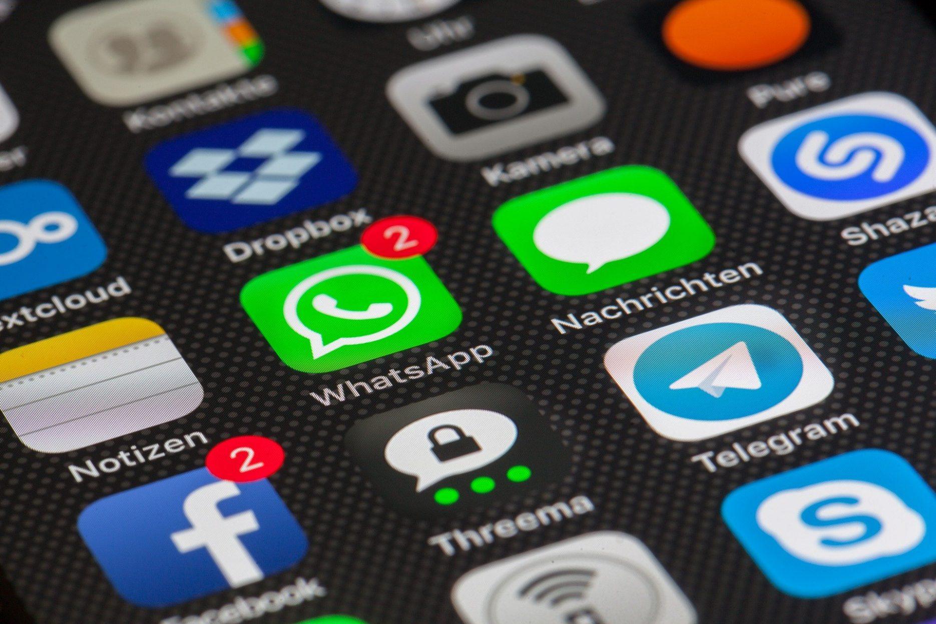 Auf dem Bild ist eine Smartphone-Oberfläche mit verschiedenen Apps abgebildet.