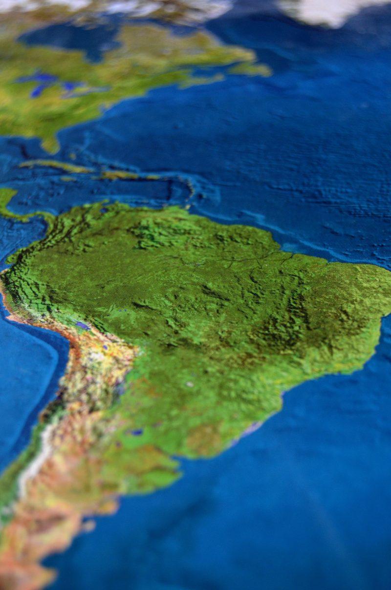 Das Bild zeigt eine geographische Darstellung von Südamerika